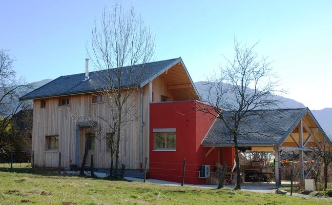 Maison bbc 1241 la ravoire chambery 73 savoie maison ossature bois pollen construction for Construction bois zinc